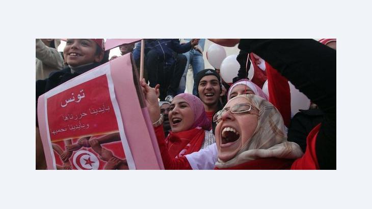 Tunisians celebrating on the anniversary of the revolution (photo: dpa)