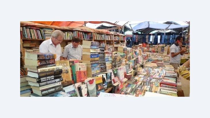 Book market of the third Karachi Literature Festival (photo: Stefan Weidner)
