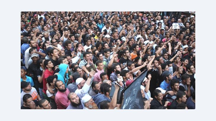 Protesters chant slogans outside the U.S. embassy in Cairo, Egypt, Tuesday, 11 September 2012 (photo: AP)