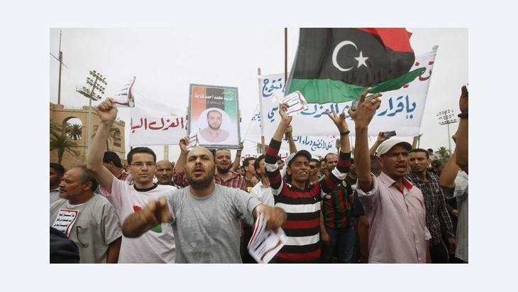 Lybians demonstrating to remove al Ghaddafi-era representatives from official positions (photo: Reuters)