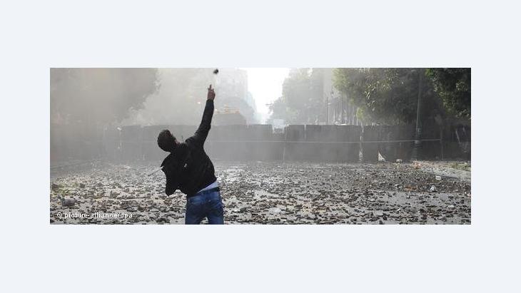 Riots on Qasr el-Aini Street, Cairo, on 17 December 2011 (photo: picture alliance/dpa)