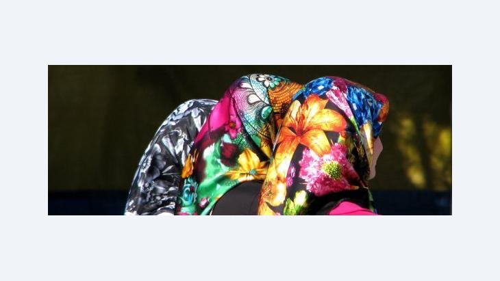 Three women wearing fashionable headscarfs (photo: Wikipedia)