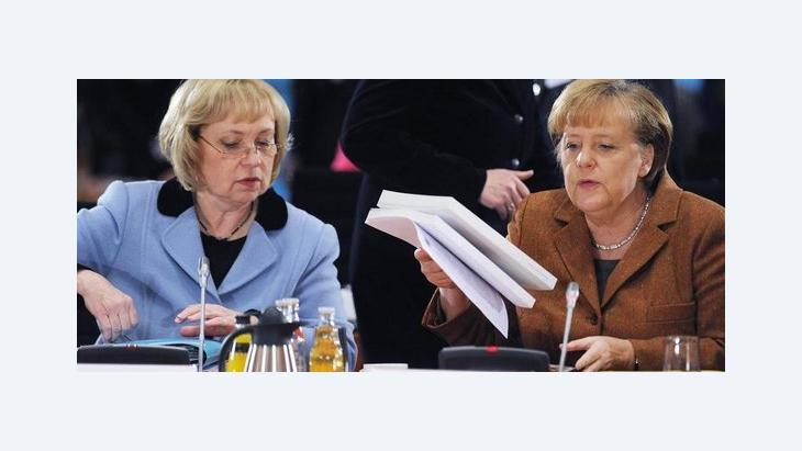 Federal Chancellor Angela Merkel and Minister of State for Integration Maria Böhmer at the 5th Integration Summit in the German Chancellery (photo: dpa)