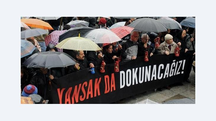 People demonstrating for press freedom in Istanbul (photo: AP/dapd)