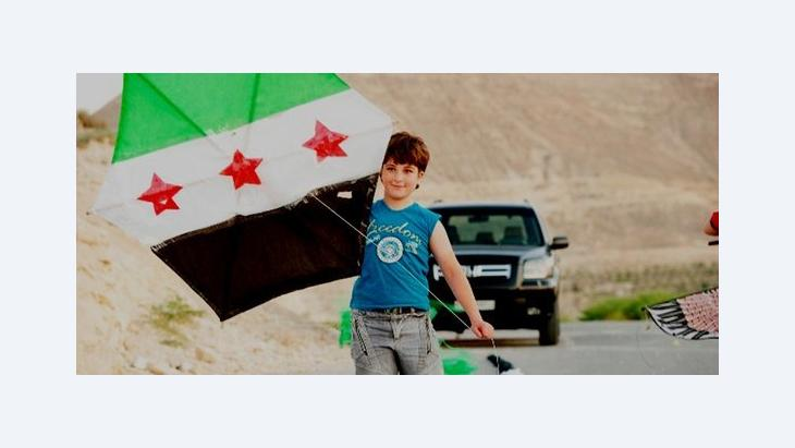 Syrian boy with a kite made from a Syrian Independence flag in the city of Yabroud (photo: DW)