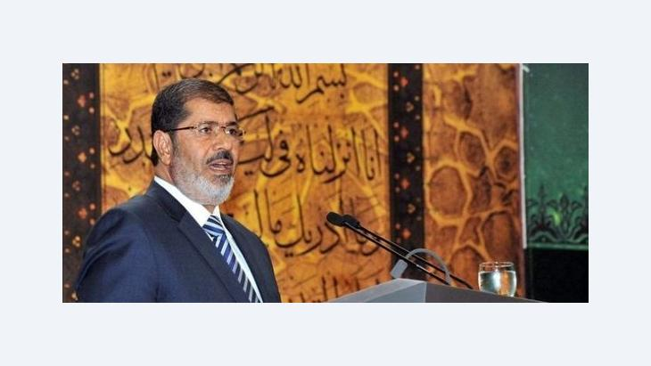 President Mohammed Mursi of Egypt giving a speech in which he praised the military in Cairo (photo: dpa)