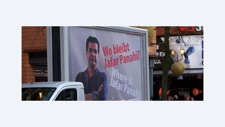 Poster calling for the release of director Jafar Panahi at the Berlinale (photo: DW)