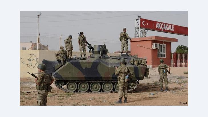 The Turkish army at the border crossing Akcakale (photo: dapd)
