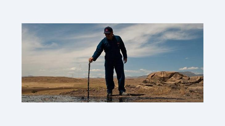 Worker on an oil field in Iraqi Kurdistan (photo: dpa)