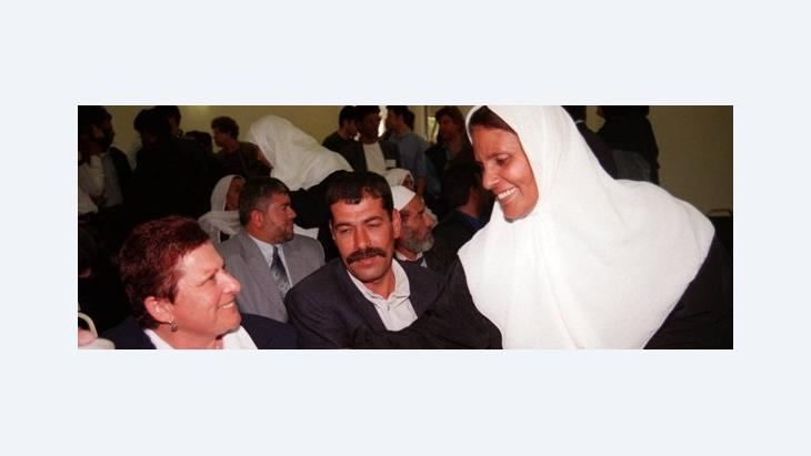 Palestinians and Israelis during a meeting in the President´ s House in Jerusalem 1999 (photo: AP/ Adel Hana)