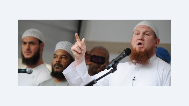 The German Salafist Pierre Vogel during a public conversion ceremony in Frankfurt (photo: dpa)