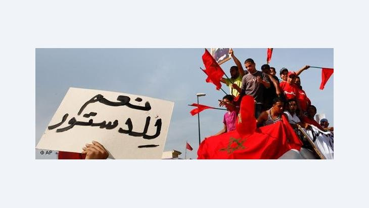 Pro-government demonstrators (Photo: AP)
