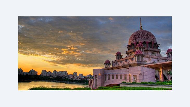 Putra Mosque in Putrajaya (photo: Wikipedia/Creative Commons License/o b s k u r a)