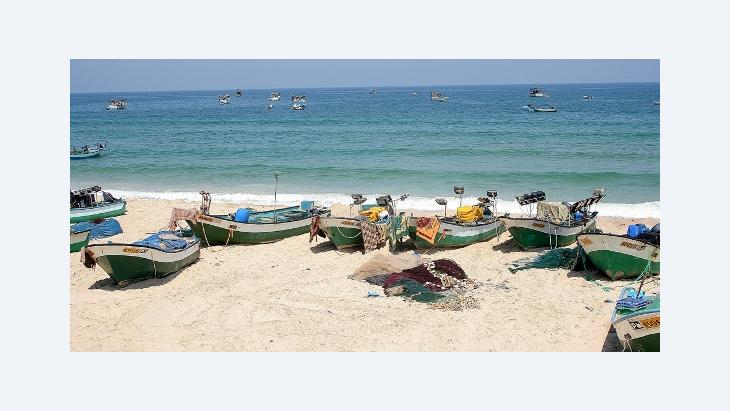 Fisher boats on the beach at Rafah in the Southern Gaza Strip (photo: Bettina Marx/DW)