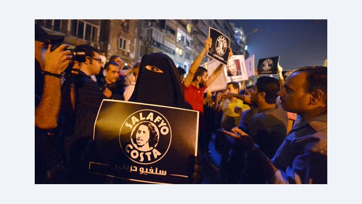 Members of the Salafyo Costa initiative demonstrate against violence against Copts committed by security forces (photo: Khaled Desouki/AFP/Getty Images)