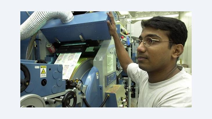 Foreign skilled employee in a German company (photo: picture-alliance/dpa)