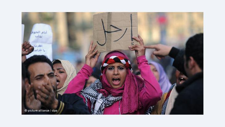 A woman during a rally on Tahrir square, Cairo, January 2011 (photo: dpa/picture-alliance)