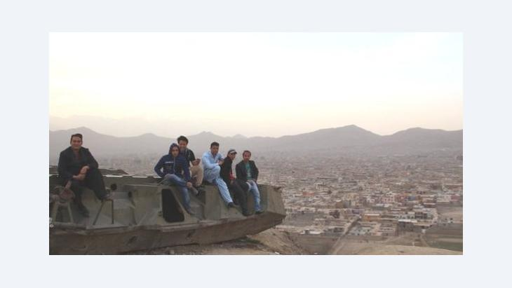 Afghans sitting on an old Soviet tank (photo: Marian Brehmer)