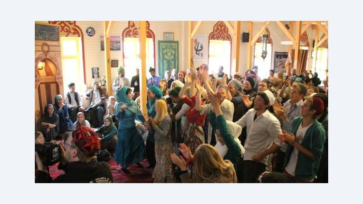 People dancing and clapping and enjoying the 13th Sufi Soul Festival (photo: Marian Brehmer)