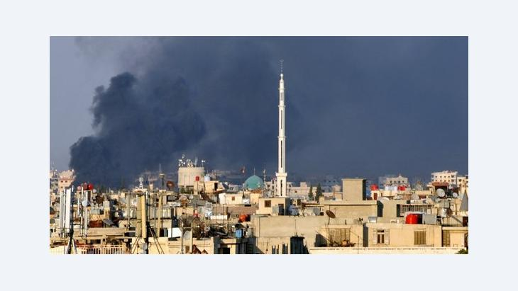 Clouds of smoke rise above Damascus after the attack on 18 July 2012 (photo: dapd)