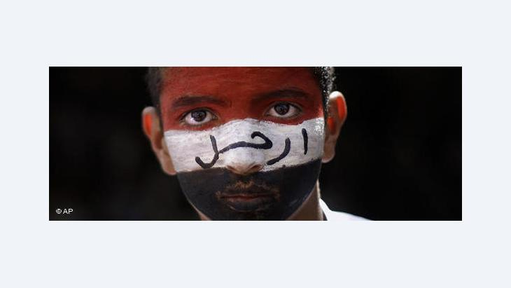 Face of a Yemeni youth his face painted in the colours of the Yemeni flag (photo: AP)