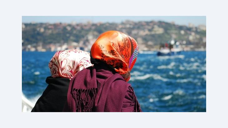 Two women on a boat on the Bosporus (photo: © Varbenov)