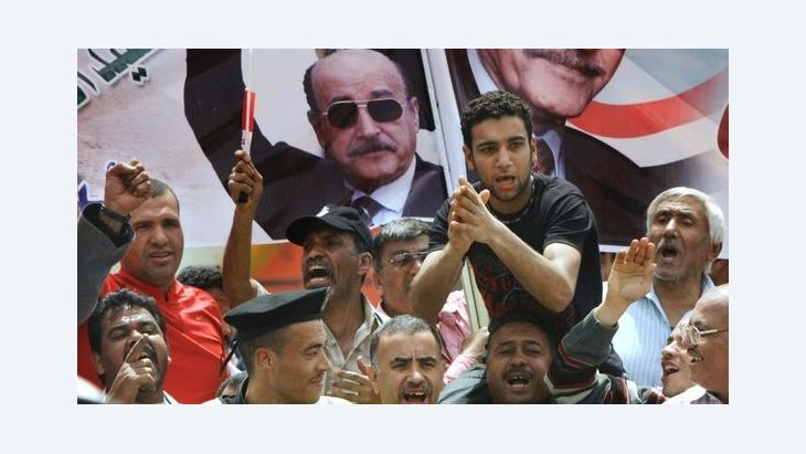 Supporters of Omar Suleiman in Cairo (photo: AP)