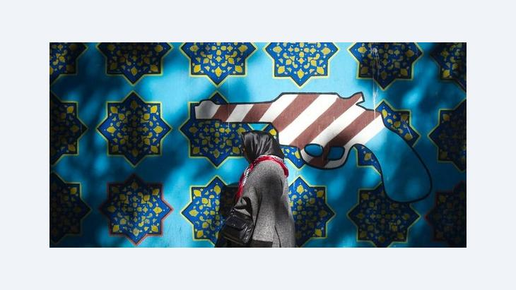 Anti-American mural at the former US embassy in Teheran (photo: Reuters)