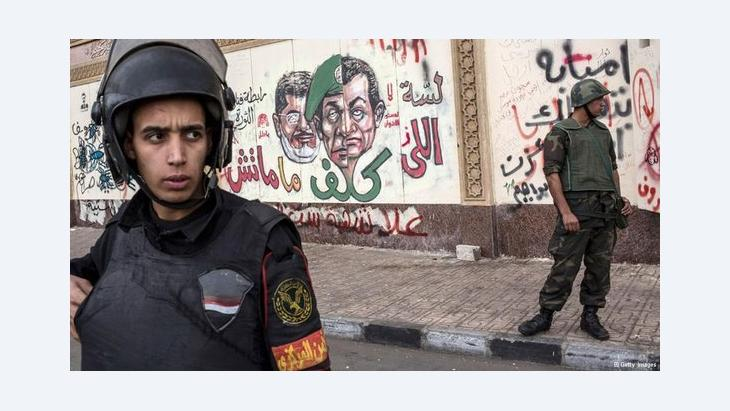 Army units outside the presidential palace in Cairo (photo: Getty Images)