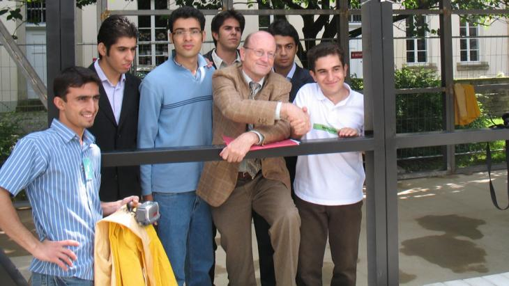 Dialogue and exchange: German Professor Georg Pegels with German and Iranian students during a cooperation project on earthquake-proof buildings in Iran