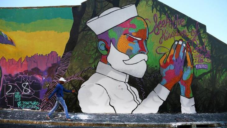 The Woodstock district of Cape Town, South Africa, is known for being hip and is one of the best street art locations in South Africa. Here, a wall painting shines with all its colours and grace in the multicultural neighbourhood.