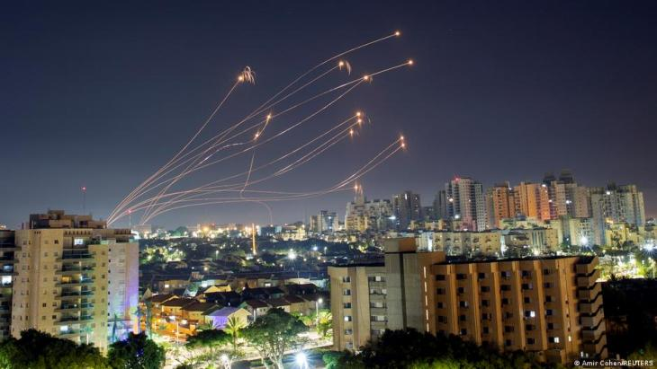 Israel: missiles are intercepted over Ashkelon by the Iron Dome