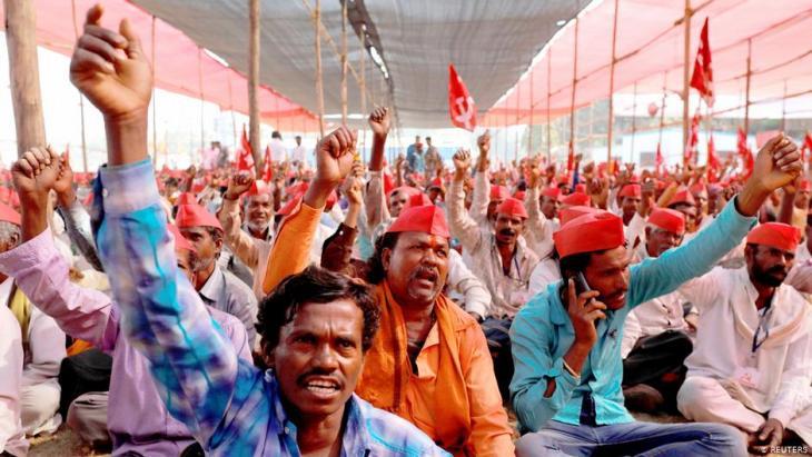 Indian farmers protest in Mumbai.