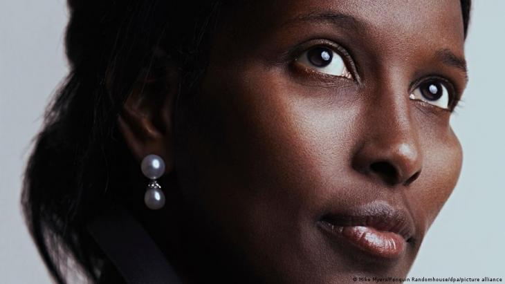 """The Islam critic Ayaan Hirsi Ali. Her book """"Prey. Immigration, Islam and the Erosion of Women's Rights"""" is published by Bertelsmann Verlag (photo: Mike Myers/Penguin Random House/dpa/picture-alliance)"""