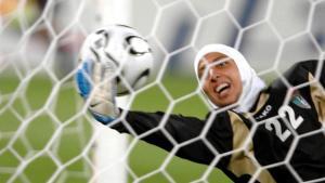 Jordanian goalkeeper Misda Ramounieh at the 15th Asian Games in Qatar, 2006 (photo: picture-alliance/dpa/Landov)