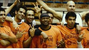 Kevin Sheppard and his teammates from A.S. Shiraz (copyright: www.theiranjob.com)