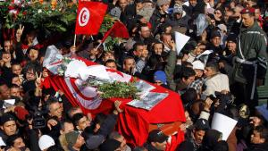 Mourners carry the coffin of slain opposition leader Chokri Belaid during his funeral procession towards the nearby cemetery of El-Jellaz in Tunis, February 8, 2013 (photo: Reuters)