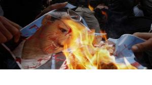 Demonstrators burn a poster of Syrian President Bashar al-Assad outside the Syrian Embassy in Nicosia (photo: dapd)