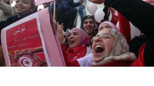 Tunisians celebrating on the anniversary of the revolution (photo: dpa)