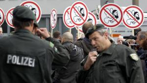 Supporters of the right-wing Pro-NRW movement in Germany demonstrating in Cologne in June 2012 under a heavy police presence (photo: picture-alliance/dpa)
