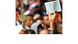 The Christian Cross and the Muslim Koran are shwon on a demonstration on Tahrir-Square, Cairo (photo: UPI/Mohammed Hosam)