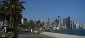 Promenade in and skyline of Doha, Qatara (photo: DW)