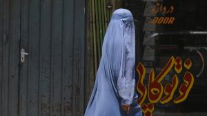 An Afghan woman in Kabul (photo: Adek Berry/AFP/Getty Images)