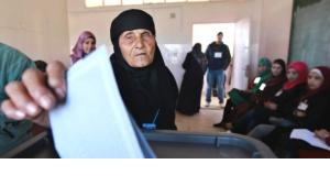 A woman casts her ballot at a polling station in Amman January 23, 2013 (photo: Reuters/Muhammad Hammad)