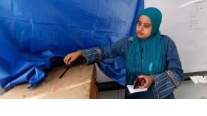 An Egyptian woman casts her vote at a polling station during the Egyptian parliamentary elections in Alexandria (photo: AP)