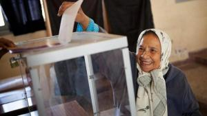Moroccan woman at a polling station (photo: dpa)