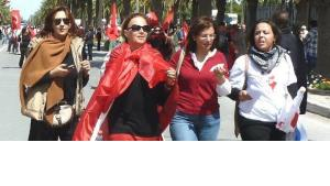 Tunisian women demonstrating as the country debates about the rape of a young woman by three policemen (photo: Monia Ghamni/DW)