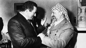 Mubarak and Arafat (photo:AP)