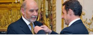 Tahar Ben Jelloun is awarded the Legio of Honour by President Sarkozy (photo: AP)