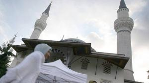 Woman in front of the Sehitlik Mosque in Berlin, Germany (photo: dpa)